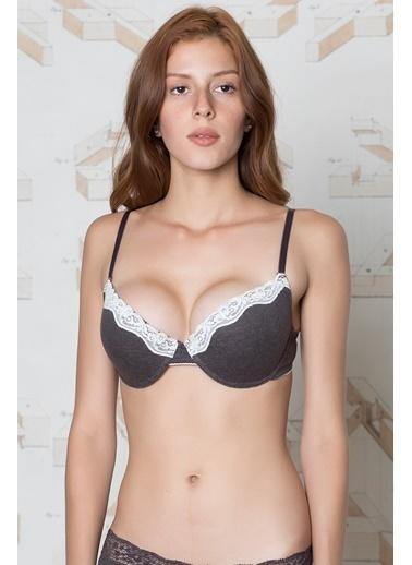 Online kadınlar için iç giyim satışı